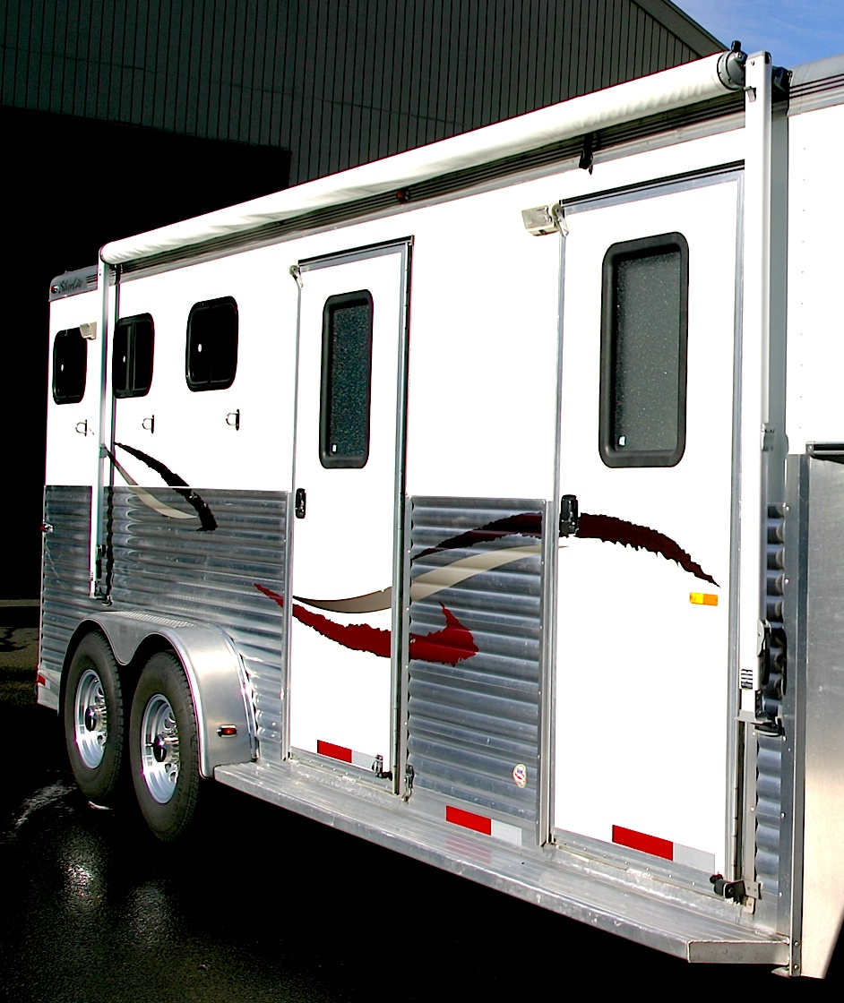 Silverlite aluminum horse trailer after cleaning with Silver BritePlus MX